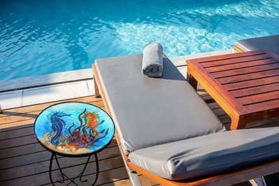 "Sensational Seahorse Glass Side Table - 12"" Diameter Top 3"